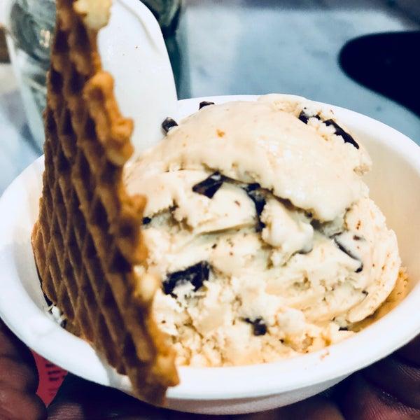 Das Foto wurde bei Jeni's Splendid Ice Creams von Richard B. am 5/16/2018 aufgenommen