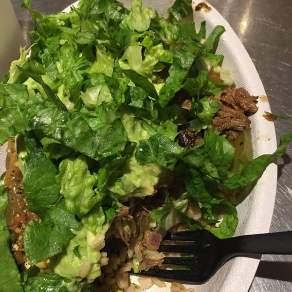 Photo taken at Chipotle Mexican Grill by Alex R. on 10/31/2016