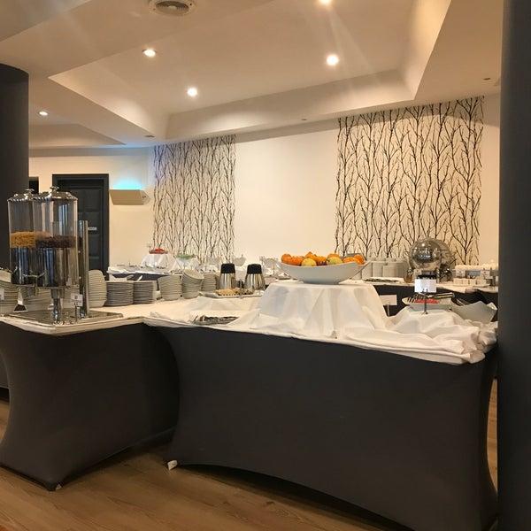 Photo prise au Anatolia Hotel par Ahu G. le11/25/2017