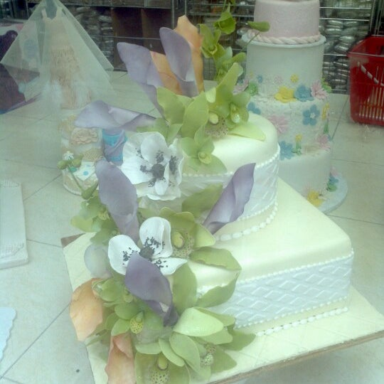 Photo taken at NY Cake & Baking by Jorge R. on 10/27/2012
