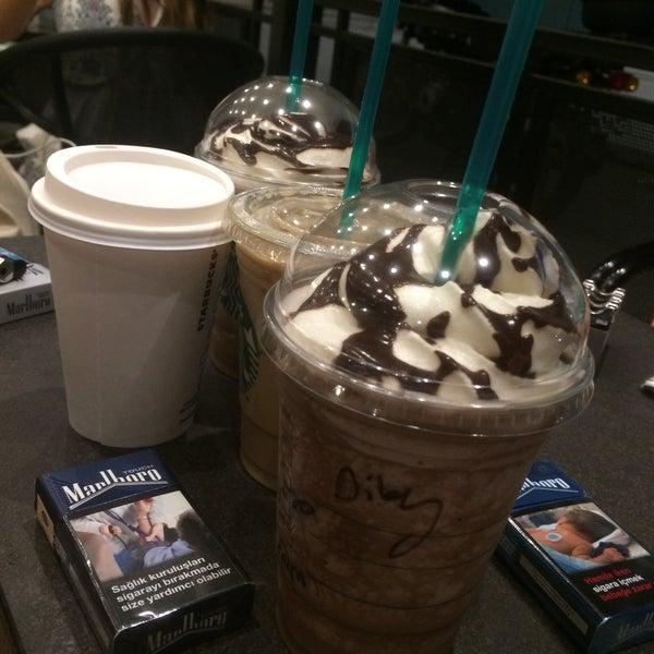 Снимок сделан в Starbucks пользователем Dilay G. 7/22/2016