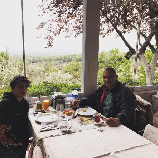 9/30/2018 tarihinde Ayhan D.ziyaretçi tarafından Köyüm Bahçe Restaurant'de çekilen fotoğraf