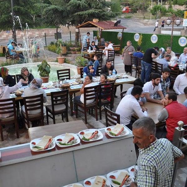 7/8/2015 tarihinde Ekonomik Balık Restaurant Avanosziyaretçi tarafından Ekonomik Balık Restaurant Avanos'de çekilen fotoğraf