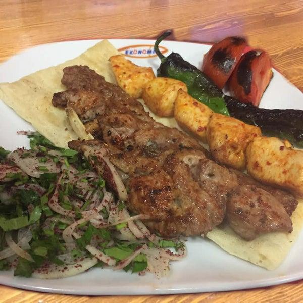 4/26/2017 tarihinde Ekonomik Balık Restaurant Avanosziyaretçi tarafından Ekonomik Balık Restaurant Avanos'de çekilen fotoğraf