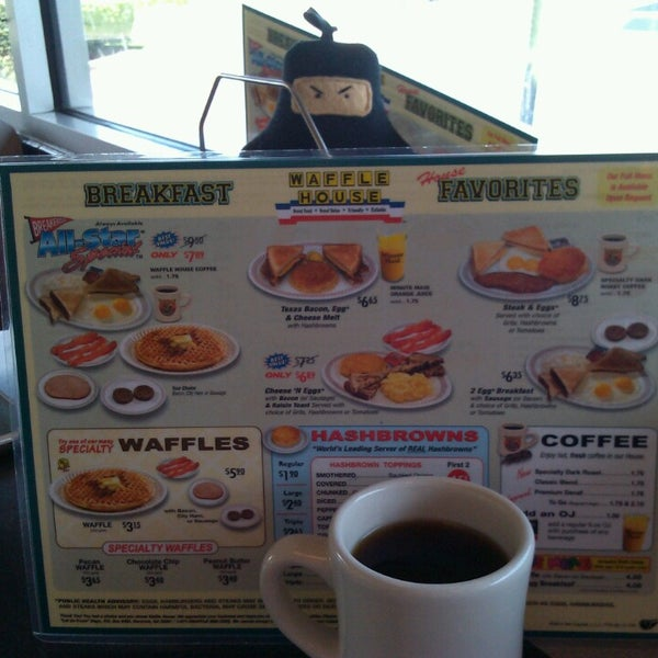 Photo taken at Waffle House by Michelle R. on 7/18/2014