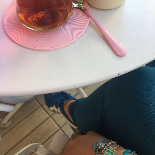Foto diambil di Büyükada Şekercisi Candy Island Cafe Patisserie oleh Nurten S. pada 4/28/2018