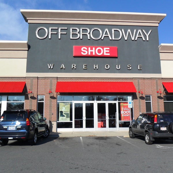 Off Broadway Shoes' selection of men's shoes can do all of that and more. Whether you're looking for a pair men's dress shoes, or a pair of shoes to throw on at pickup basketball games and on the treadmill, Off Broadway Shoes has the perfect shoe for you.