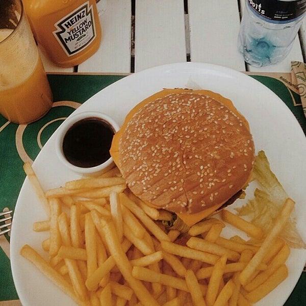Foto tirada no(a) Brasil Burger por Will L. em 7/25/2014