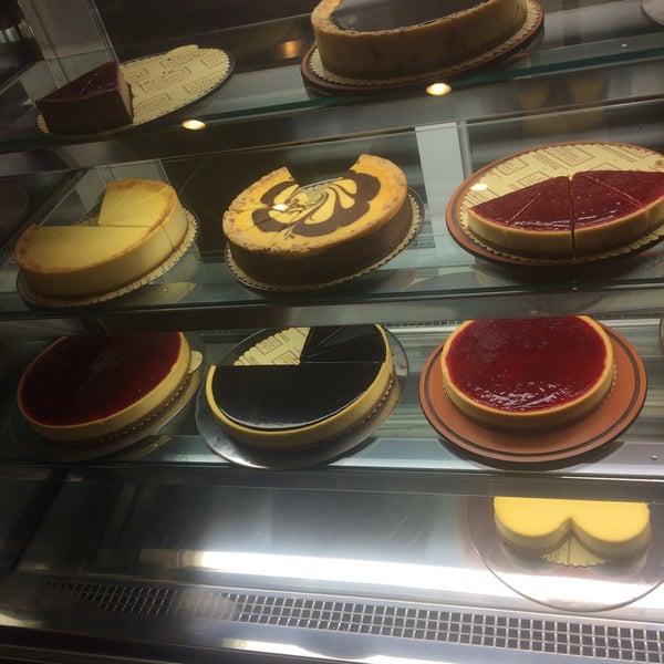 2/13/2016 tarihinde Kevser K.ziyaretçi tarafından Maria's Cheesecakes'de çekilen fotoğraf