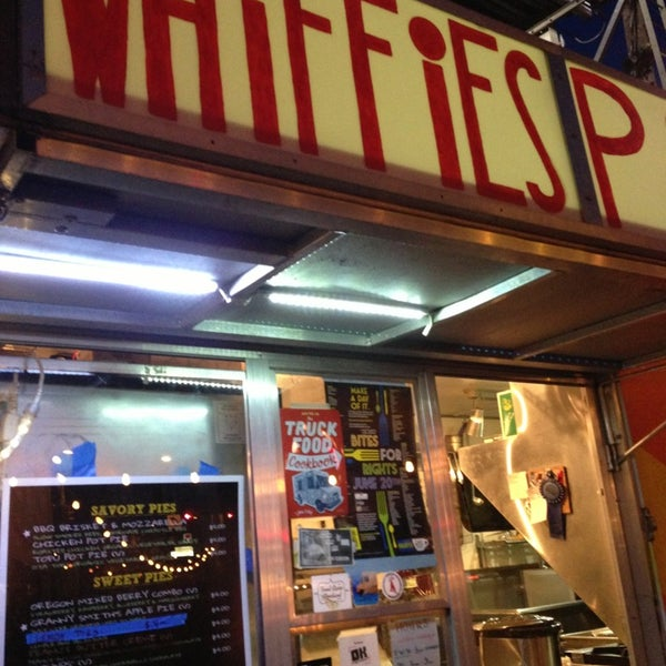 Foto tomada en Whiffies Fried Pies  por Balta R. el 6/21/2013