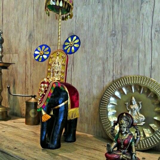 Photo taken at Madhu by Gavroche F. on 7/24/2012