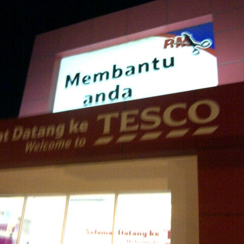 Photo taken at Tesco by Zhaff Z. on 7/27/2012