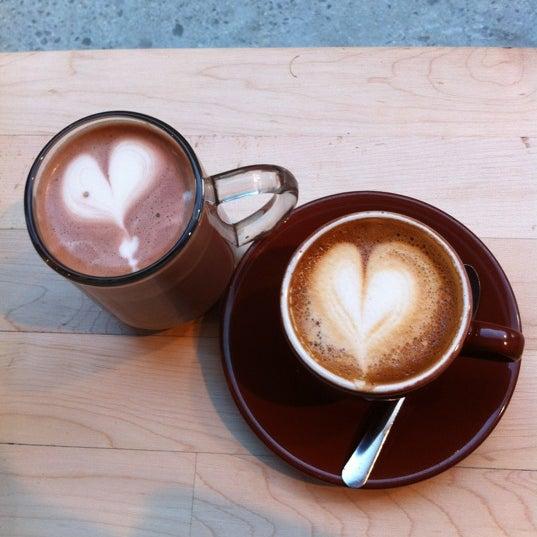 Снимок сделан в Blue Bottle Coffee пользователем jessica m. h. 2/25/2012