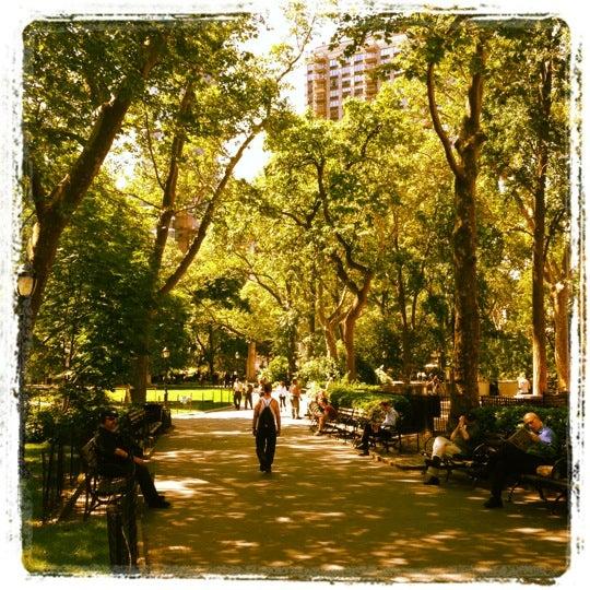 Foto diambil di Madison Square Park oleh Sarah D. pada 5/31/2012
