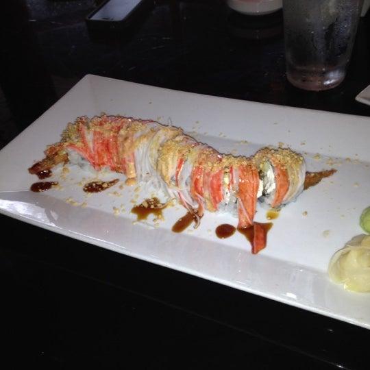 Foto tomada en Red Koi Thai & Sushi Lounge por Carolina G. el 6/22/2012