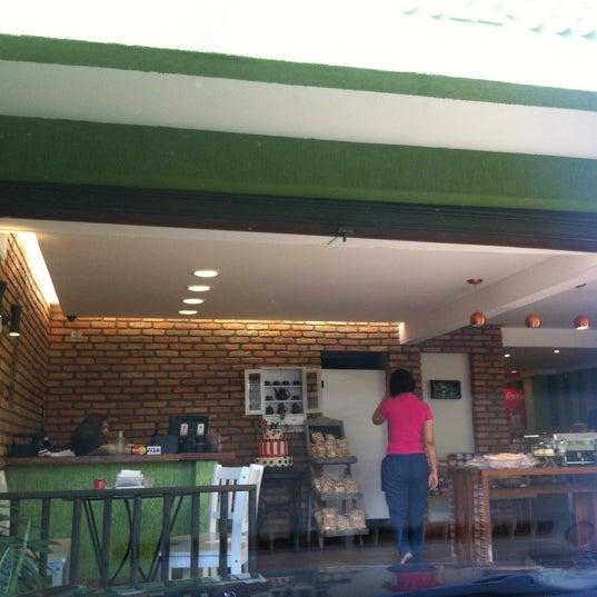 Photo taken at Divina Quitanda by Olemir C. on 5/26/2012