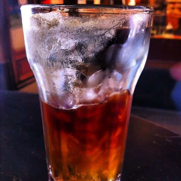 Das Foto wurde bei Adriano's Bar & Café von rouge am 5/29/2012 aufgenommen