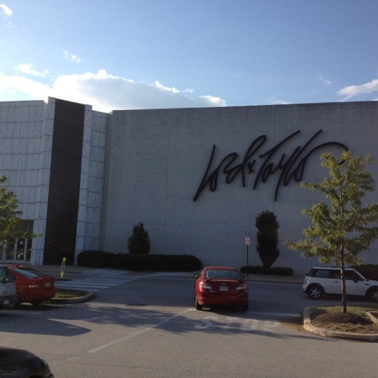 Photo taken at King of Prussia Mall by Hashem A. on 8/27/2012