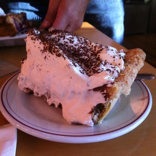 6/6/2012 tarihinde Paul R.ziyaretçi tarafından Random Order Pie Bar'de çekilen fotoğraf