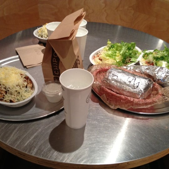 Photo taken at Chipotle Mexican Grill by MAN on 6/21/2012
