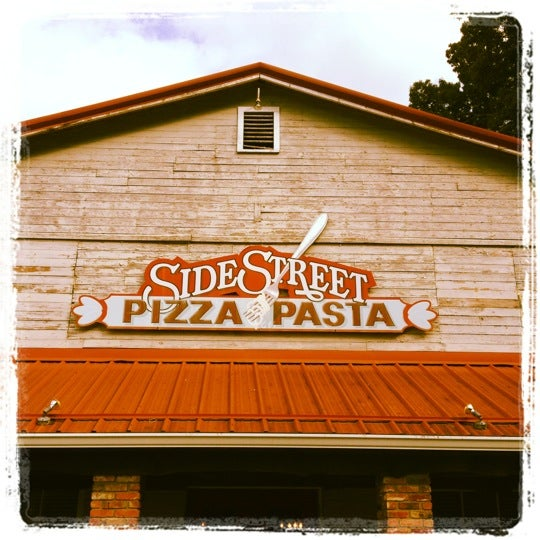 Photo taken at Sidestreet Pizza & Pasta by Jonathan C. on 6/15/2012