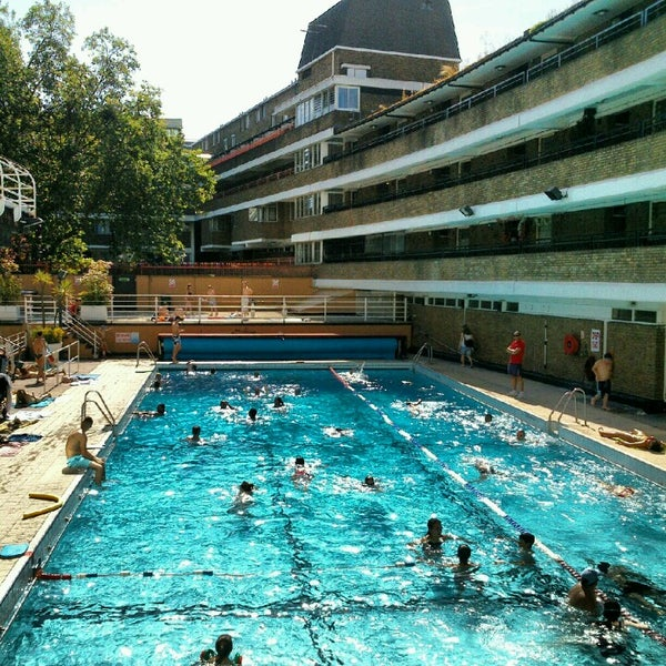 Oasis outdoor swimming pool holborn and covent garden for Garden oases pool