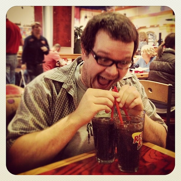 Photo taken at Red Robin Gourmet Burgers by Kipp A. on 3/16/2012