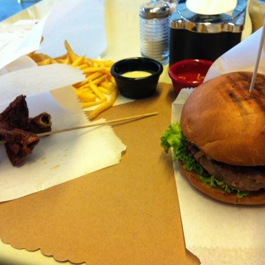 Photo taken at Biber Burger by Koray Y. on 8/30/2012