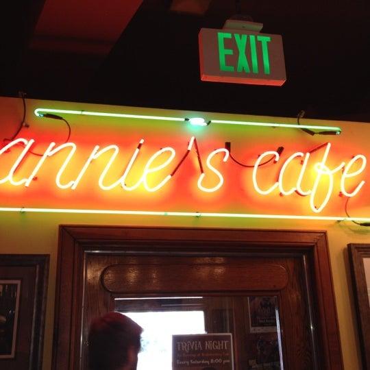 Снимок сделан в Annie's Cafe & Bar пользователем Garland T. 5/13/2012