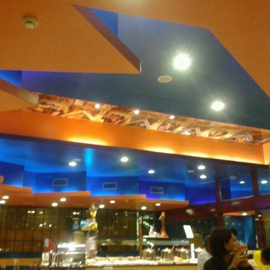 Photo taken at Confeitaria Romana by Ícaro Fernandes A. on 6/23/2012