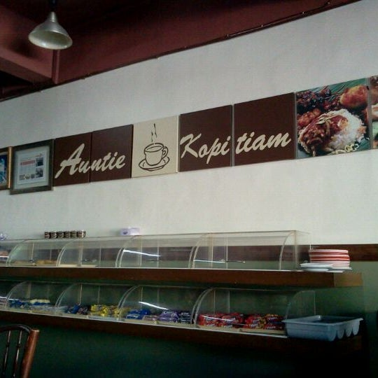 Photo taken at Auntie Kopitiam by Miera N. on 5/8/2012