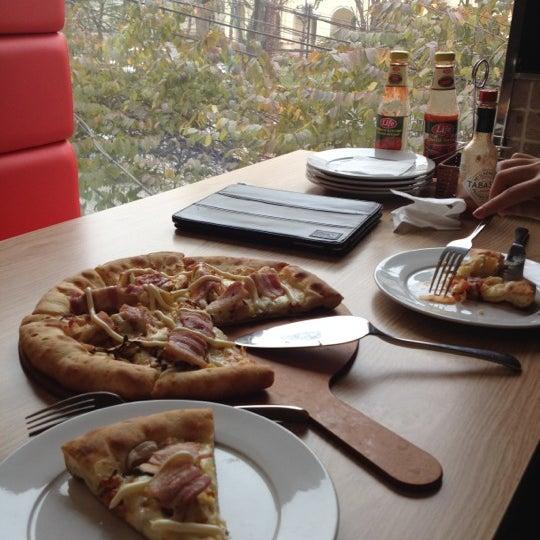 Foto tomada en Mr Pizza por Binh N. el 2/26/2012