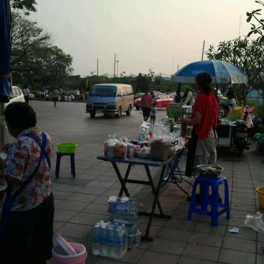 Photo taken at พระบรมสารีริกธาตุ วัดพระศรีมหาธาติ by จอมยุทธ เ. on 2/19/2012