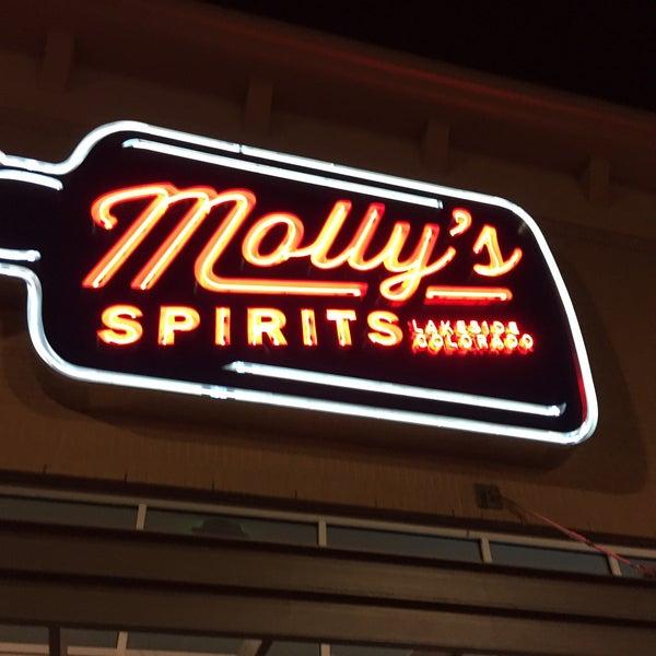 Foto tomada en Molly's Spirits por Devin R. el 12/20/2014