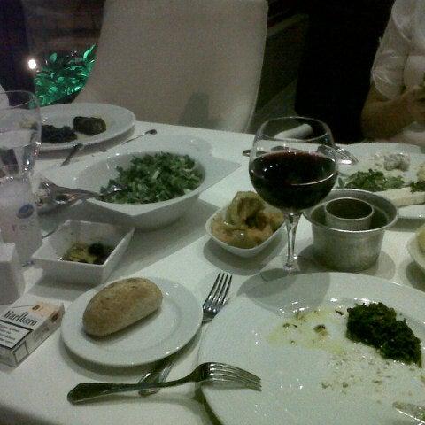 12/3/2012 tarihinde Buse K.ziyaretçi tarafından Foça Fish Gourmet'de çekilen fotoğraf