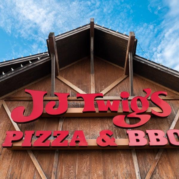 Photo prise au J.J. Twigs Pizza & BBQ par J.J. Twigs Pizza & BBQ le8/29/2018