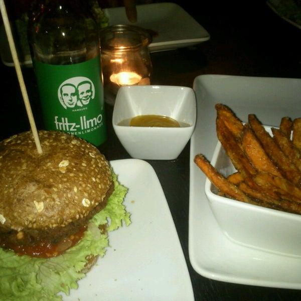 Das Foto wurde bei Holy Burger von XL am 3/20/2014 aufgenommen