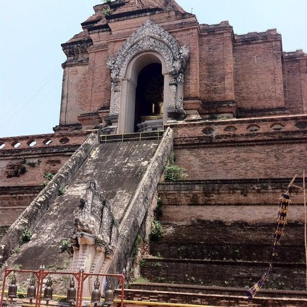 Photo taken at Wat Chedi Luang Varavihara by [김]<->[지]<->[태] on 4/16/2013