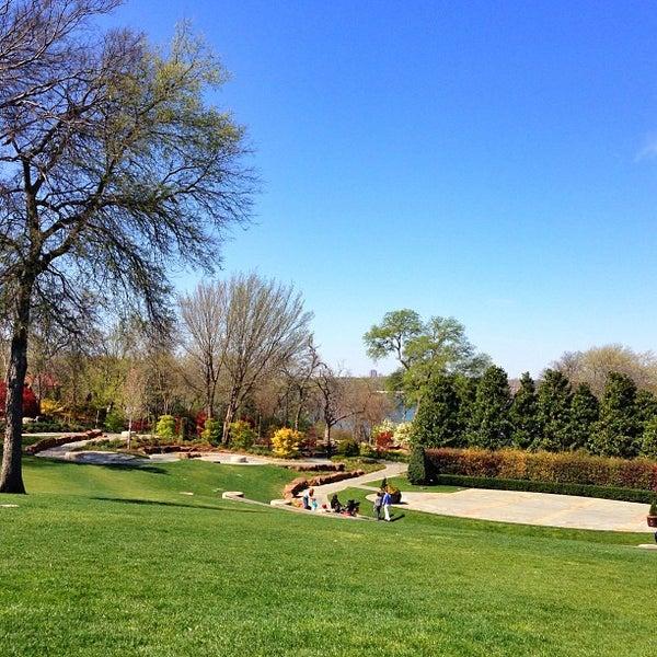 Foto tirada no(a) Dallas Arboretum and Botanical Garden por Dijea em 3/27/2013
