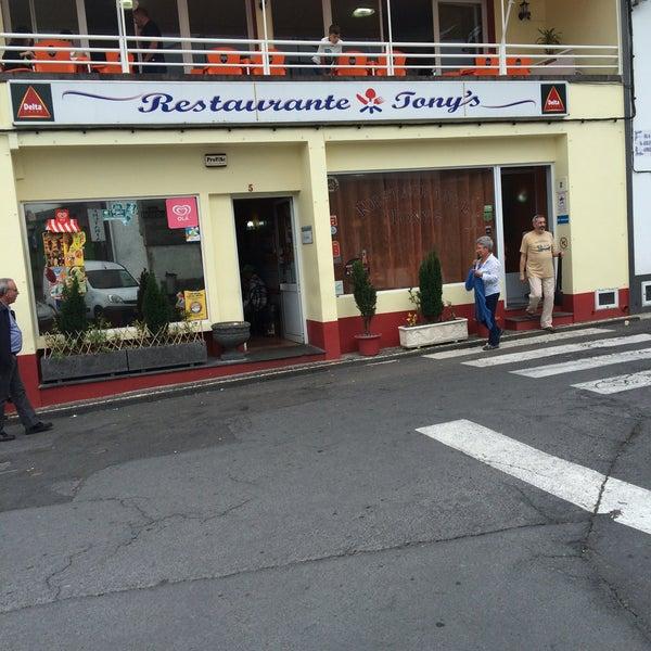 Foto tirada no(a) Restaurante Tony's por João G. em 6/25/2016