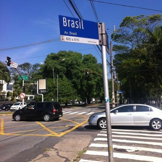 Photo taken at Avenida Brasil by Alê M. on 11/23/2012