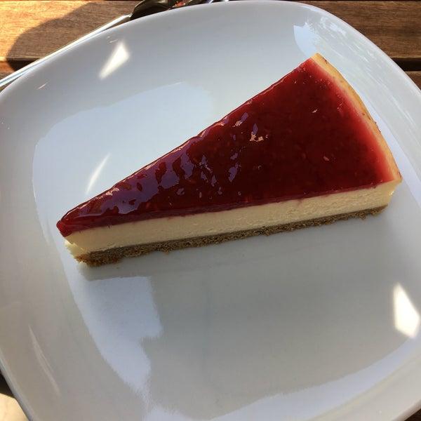 5/14/2017 tarihinde Seymen Ö.ziyaretçi tarafından Maria's Cheesecakes'de çekilen fotoğraf