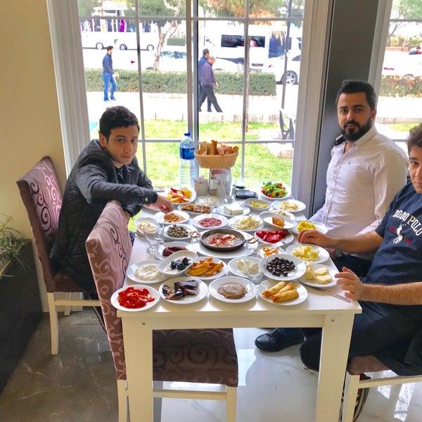 12/17/2017 tarihinde Ömer .ziyaretçi tarafından Kasr-ı Van Kahvaltı ve Kahve Evi'de çekilen fotoğraf