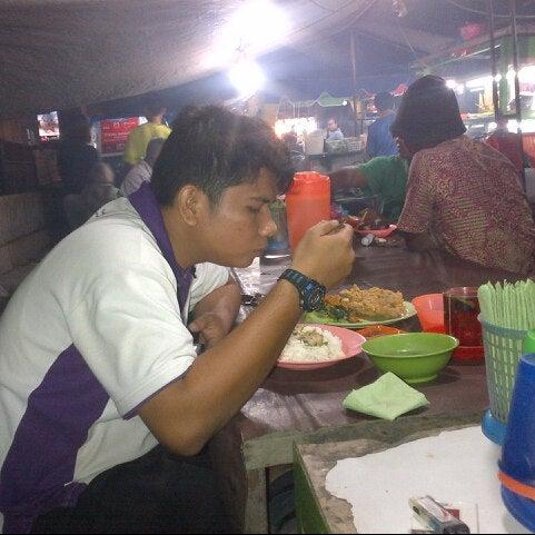 Photo taken at Pasar kaget berastagi by riki a. on 12/15/2014