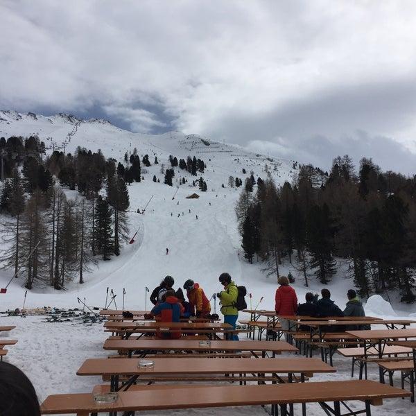 Nettes Restaurant auf den Pisten. Super Blick. Tolle Pizza. Sehr schneller Service. Nachmittags Apres-Ski mit lauter Musik. Wer drauf steht, soll das unbedingt erleben. Sonst ab 15 Uhr meiden!