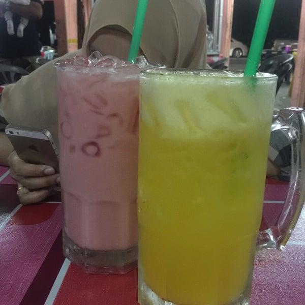 Photo taken at Air Buah Gelas Besar Terengganu by Syazwani R. on 12/11/2016
