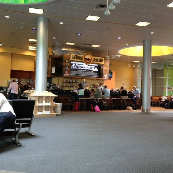 Foto tomada en Burlington International Airport (BTV) por Tamra A. el 7/28/2013