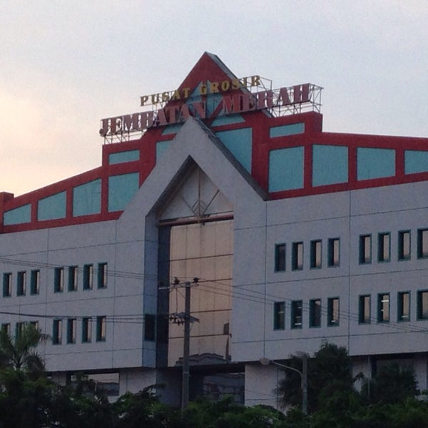 Photo taken at Pusat Grosir Jembatan Merah Plasa (JMP) by Masahiro K. on 8/23/2015