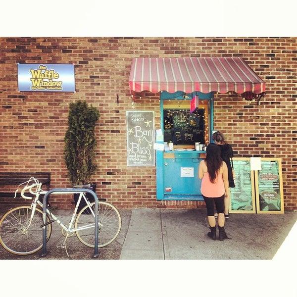 Foto tirada no(a) The Waffle Window por Beto & Gigi em 7/22/2013