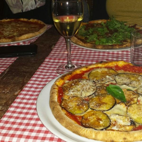 Foto tomada en Restaurante Italiano Emma y Julia por Helena H. el 11/8/2014
